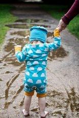 dziecko na spacerze