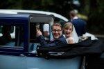 para młoda w samochodzie